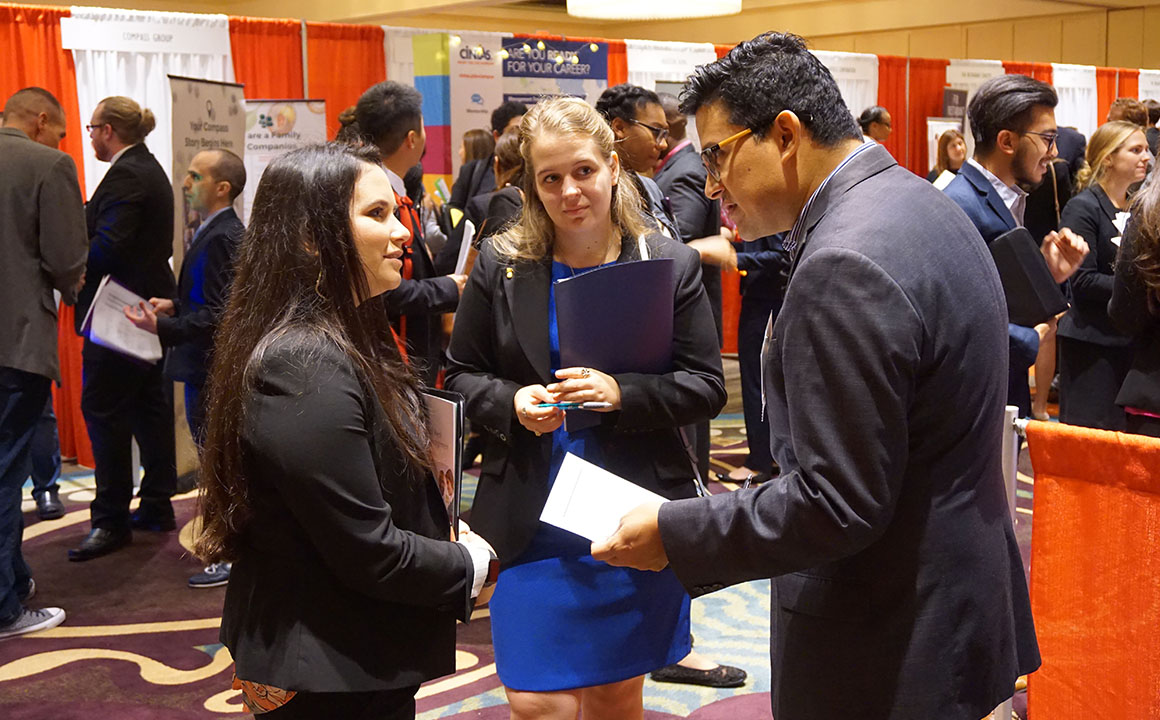 Record Numbers Of College Students Are >> Fall Career Fair Hits Record Numbers University Of Houston