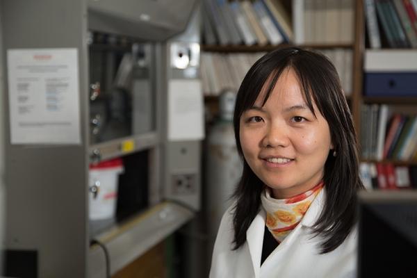 yandi Hu in her lab